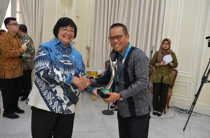Penghargaan PROPER Emas itu diberikan bagi penilaian Unit Penambangan Tanjung Enim (UPTE), dan katagori hijau untuk Unit Pelabuhan Tarahan (Peltar) PT Bukit Asam Tbk dari Kementerian Lingkungan Hidup dan Kehutanan (KLHK) Republik Indonesia.