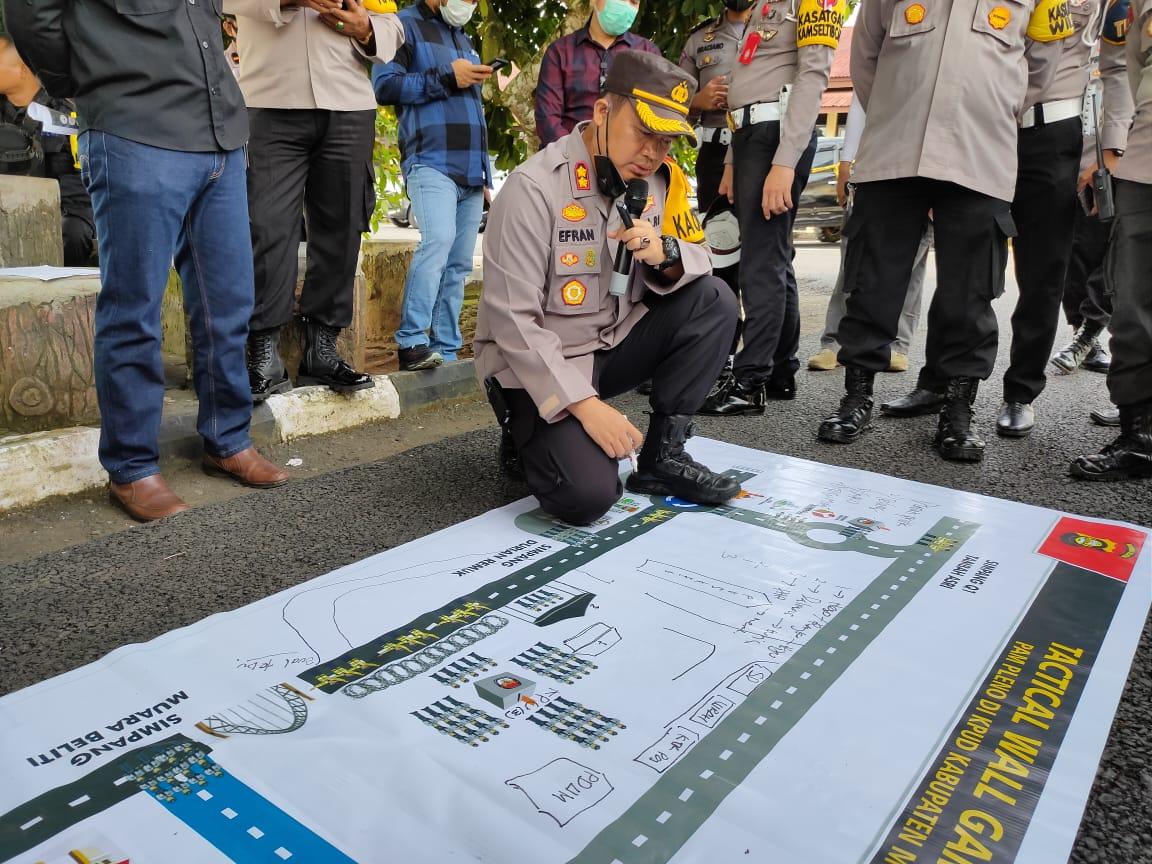 Kapolres Mura, AKBP Efrannedy dan Wakapolres, Kompol Handoko Sanjaya dan Kabag Ops, AKP Feby Febriana serta para kasat kembali menggelar kegiatan Anev dan Tactical Wall Game (TWG).