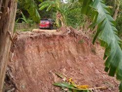 Jalan Lintas Teluk Lubuk Desa Siku Terancam Ambruk