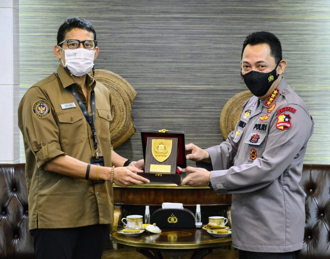 Pertemuan Kapolri Jenderal Listyo Sigit Prabowo dengan Menteri Pariwisata dan Ekonomi Kreatif Sandiaga Uno membahas bagaimana menguatkan kembali 5 destinasi super prioritas yang ada di Indonesia usai terdampak pandemi COVID-19 ini.