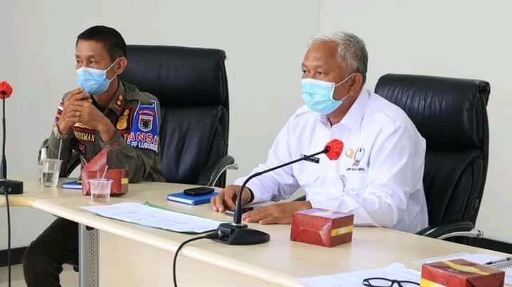Sekretaris Daerah (Sekda) Kota Lubuklinggau, HA Herman Sani didampingi Asisten 1 Bidang Pemerintahan dan Kesra Kahlan Bahar memimpin rapat koordinasi pelaksanaan Vaksinasi di ruang Dayang Torek Lantai III Pemkot Lubuklinggau, Rabu (3/3/2021).