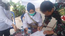 Dinas Kesehatan Palembang memberikan bantuan obat obatan dan multivitamin kepada Satgas TMMD Kodim 0418 Palembang, yang diterima langsung Serda Mintoni.