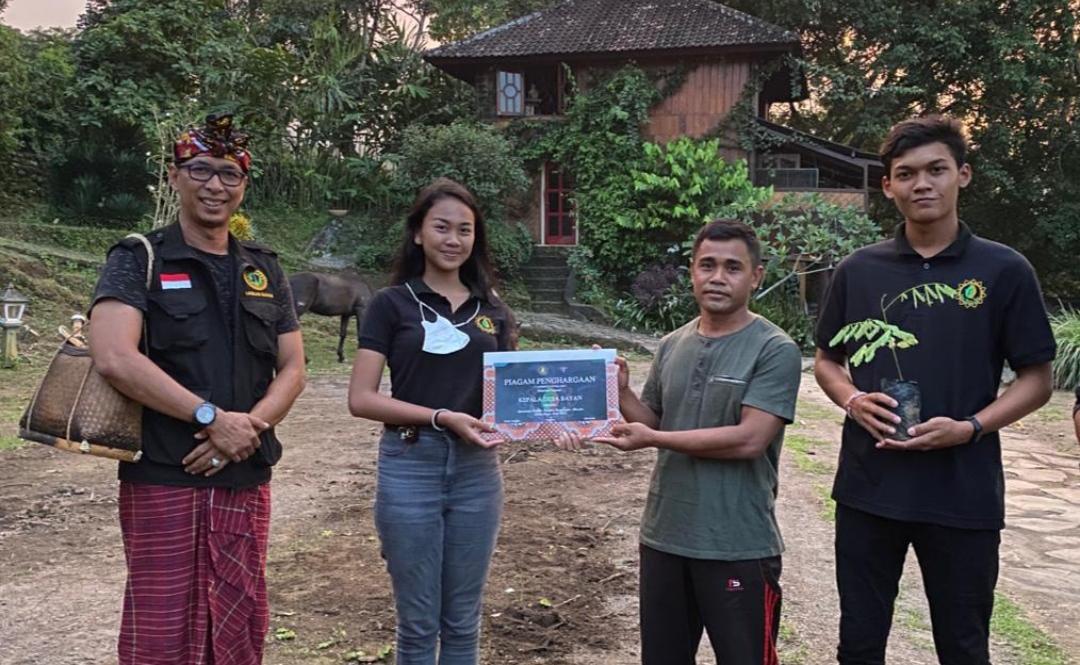 Pada Jumat, (19/03) Duta Hijau Bali menelusuri Desa Bayan bersama tokoh masyarakat setempat, di antaranya, Kusnawan (Ketua Laskar Sasak) , Mekel Karang Bajo, dan Kepala Desa Bayan.