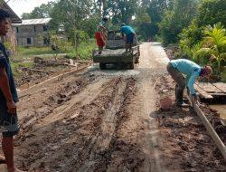 Warga Kampung Jawi Lanjutkan Cor Akses Jalan