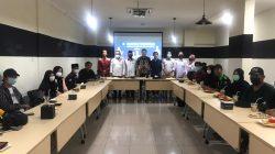 """DEWAN Perwakilan Daerah Perkumpulan Gerakan Kebangsaan (DPD PGK) Kota Palembang gelar diskusi rutin tentang wawasan pendidikan dengan tema """"Bergelar Belum Tentu Berpendidikan"""" diskusi rutin kali ini digelar di Caffe The Gade, Jumat (2/4/2021) Palembang."""