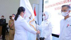 16 jajaran Pimpinan dan 5 Dewan Kehormatan (DK) Palang Merah Indonesia (PMI) Kota Palembang resmi dilantik langsung Ketua PMI Sumatera Selatan Febrita Lustia Herman Deru di rumah dinas Walikota Palembang, Senin 12 April 2021.