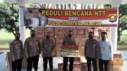 Kapolda Sumsel Irjen Pol Drs Eko Indra Heri S MM menyerahkan bantuan Peduli Bencana NTT dari Polda Sumsel bertempat di Kediaman Rumah Dinas Kapolda Sumsel, Selasa (06/04/2021).