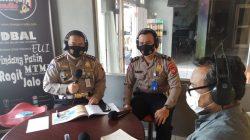Kasubdit Gakkum Ditlantas Polda Sumsel AKBP Siswo Haryadi SH MH MM saat talk Show di radio Sriwijaya 94.3 FM Palembang Jumat (16/4/2021).