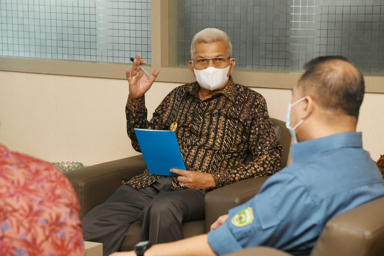 Wakil Gubernur Sumsel Ir H Mawardi Yahya menerima audensi Komisioner KPID Sumsel di ruang tamu Wagub, Jumat (16/4) pagi.