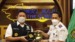 Gubernur Sumsel H Herman Deru menerima anjangsana Kepala Balai Pengelolaan Light Rail Transit (LRT) Sumsel di ruang tamu Gubernur Sumsel, Senin (19/4).