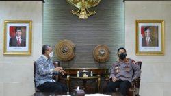 DIRJEN Bea Cukai Askolani bersilaturahmi dengan Kapolri Jenderal Polisi Listyo Sigit Prabowo di Mabes Polri, Jakarta, Senin (19/4/2021).