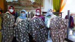 Momentum Ramadhan 1442 Hijriyah kali ini dimanfaatkan Ketua Dewan Kerajinan Nasional Daerah (Dekranasda) Sumsel, Hj Febrita Lustia HD dengan menggelar Kriya Sriwijaya Ramadhan Sale, di gedung Kriya Sriwijaya, Kampus, Senin (26/04/21) pagi.