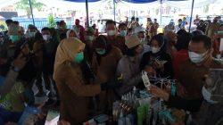 Wawako Fitri Monitoring Bazar Murah di Kecamatan SU II