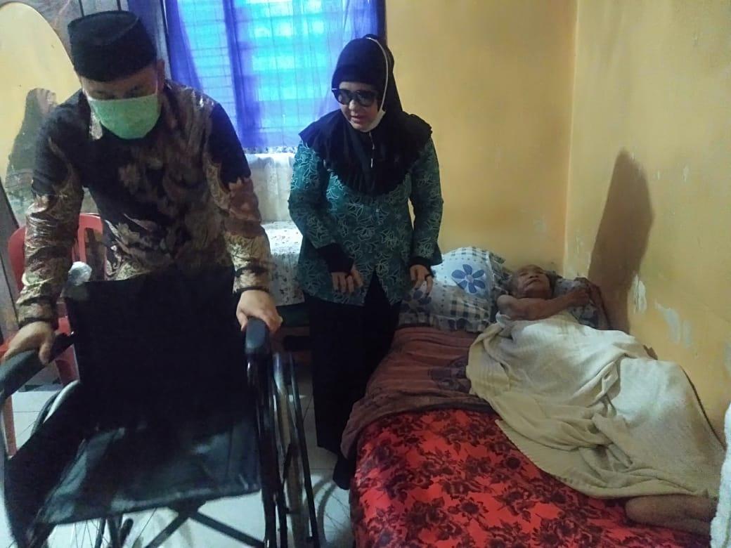 Bentuk perhatian anggota DPRD Kota Palembang daerah pemilihan (Dapil) II dan sebagai Ketua DPD Partai Nasdem Palembang, M Danu Mirwando SH tertuju kepada seorang ibu Hj Masnun yang tak mampu mengerjakan dan menjalankan aktivitasnya seperti semula.