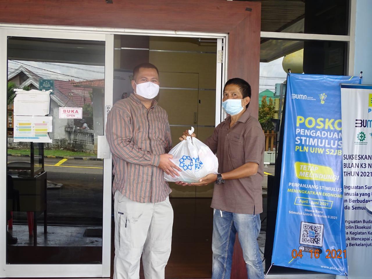 PLN UP 3 Lahat Berbagi Bingkisan Ramadhan 1442 H kepada rekan rekan IWO Lahat
