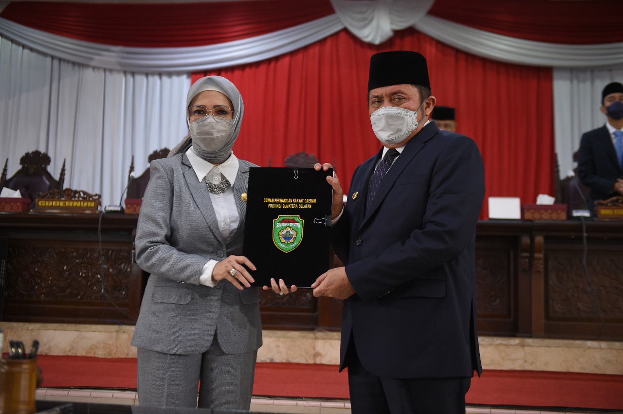 DPRD Sumsel Sampaikan Rekomendasi dan Terima LKPJ Gubernur TA 2020