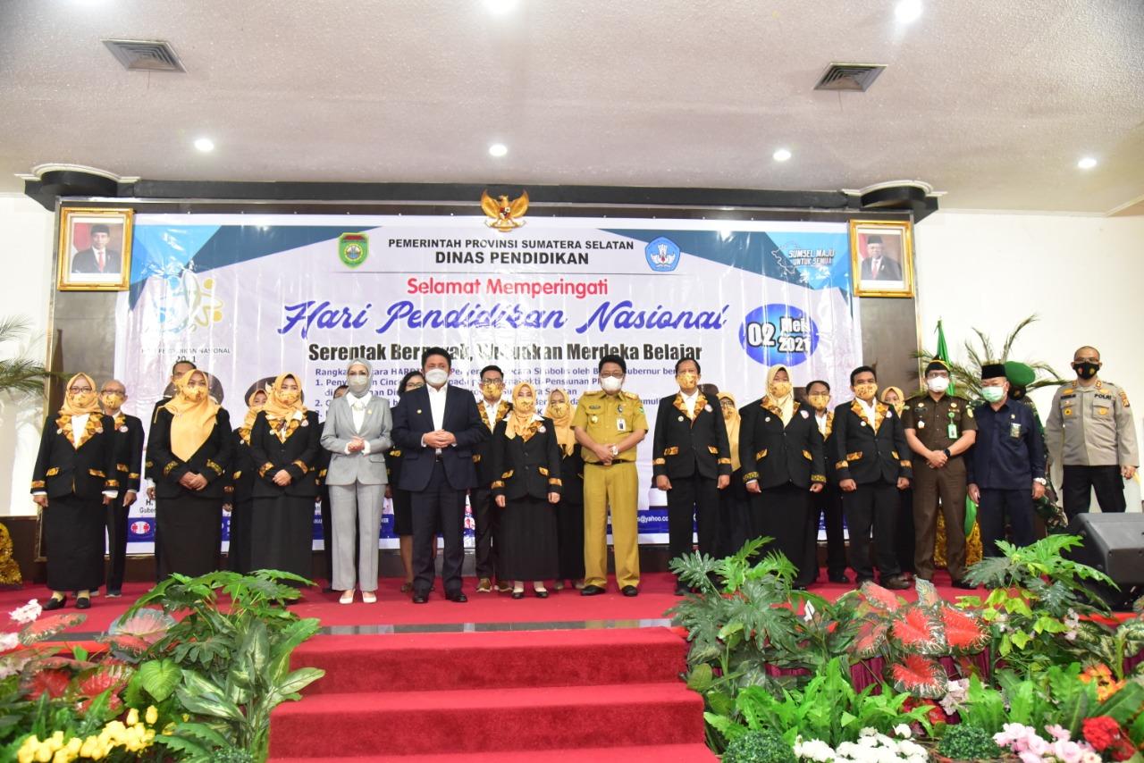 Peringati Hardiknas: Herman Deru Kukuhkan Forum Bursa Kerja Khusus SMK Sumsel