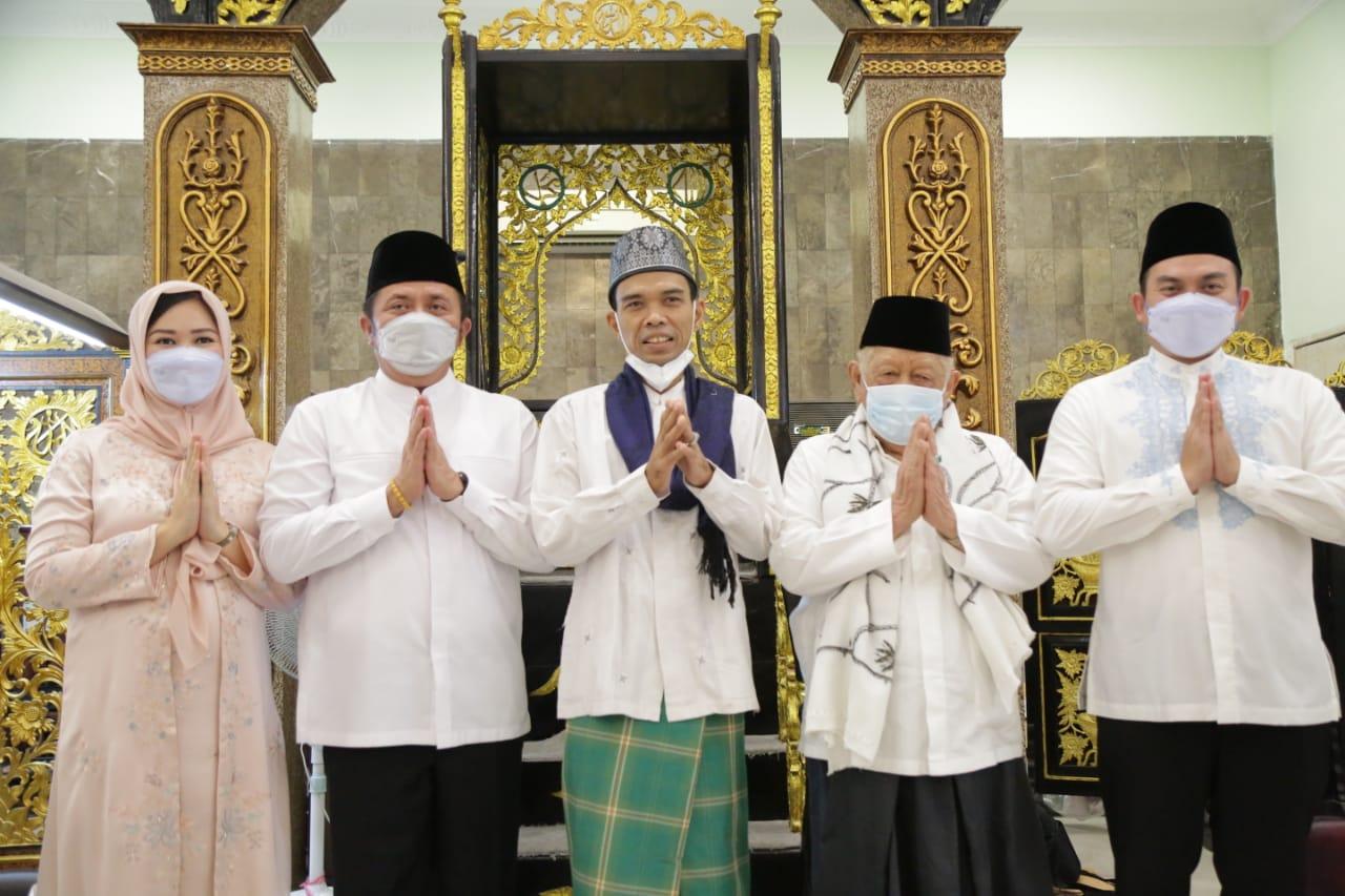 Herman Deru dan UAS Tandatangani Prasasti Peresmian Renovasi Masjid Al Falah