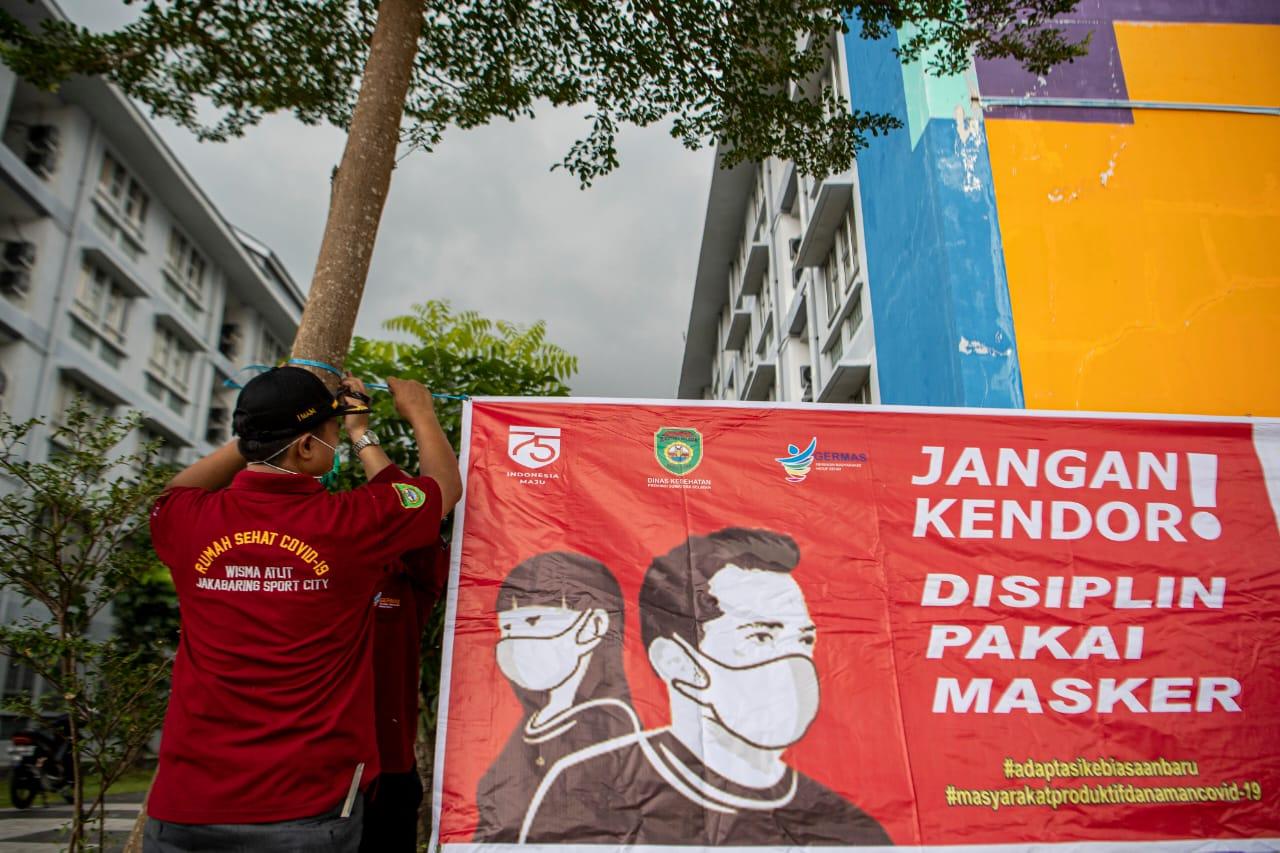 Gubernur Sumatera Selatan (Sumsel) H Herman Deru meninjau langsung kesiapan wisma atlet di Jakabaring Sport City (JSC) Palembang, Rabu (12/5).