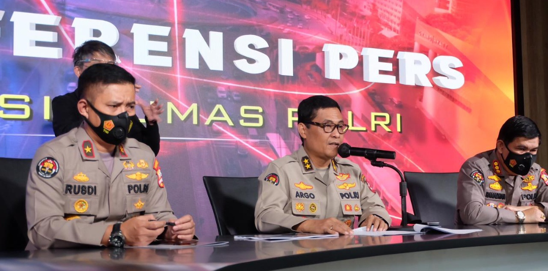 Kadiv Humas Polri Irjen Argo Yuwono dalam konferensi pers 100 hari kinerja Kapolri, di Gedung Humas Polri, Jakarta Selatan, Senin (17/5/2021).
