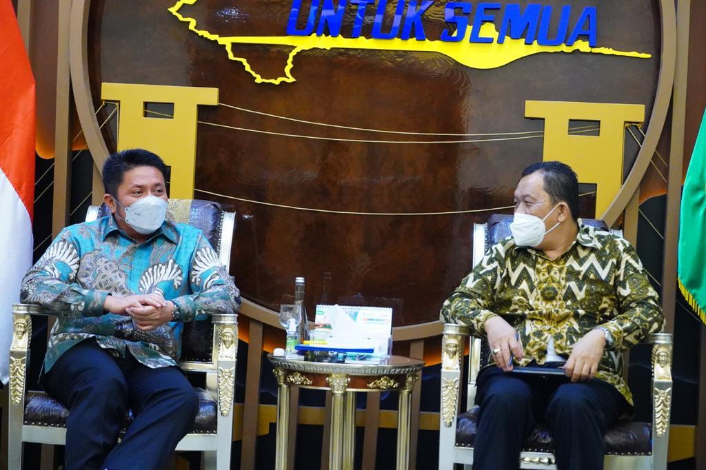 Gubernur Sumatera Selatan (Sumsel) H Herman Deru mengharapkan Badan Pusat Statistik (BPS) Sumsel memberikan saran dan masukan ke Pemerintah Daerah (Pemda) berupa data yang dapat dijadikan acuan untuk menentukan arah mengambil kebijakan dalam proses jalannya pembangunan.