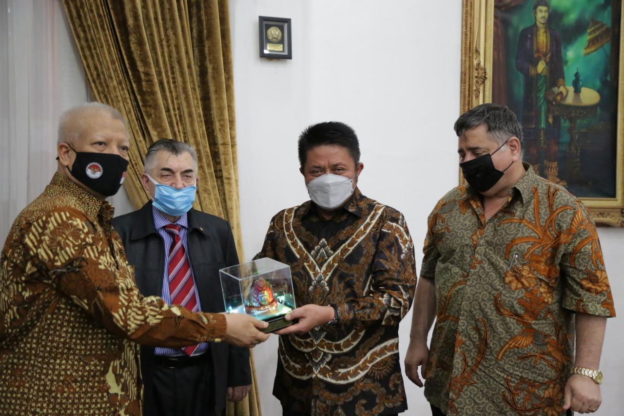 Gubernur Sumsel H Herman Deru menyambut langsung kedatangan delegasi Rumania tersebut di Griya Agung, Palembang, Sabtu (29/5).