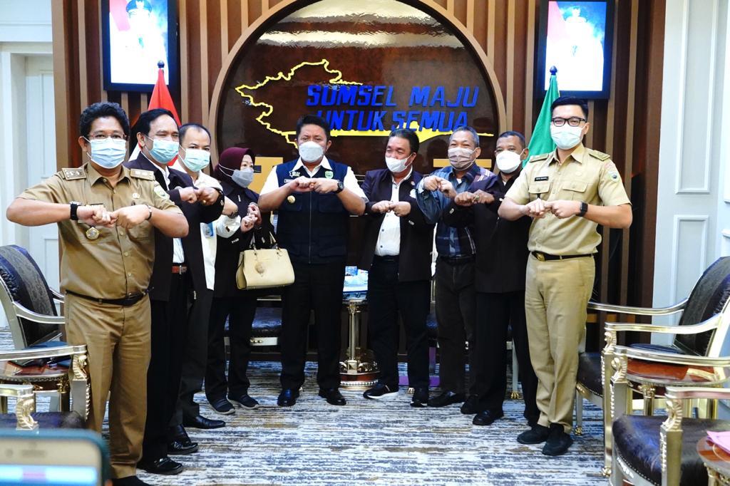 Gubernur Herman Deru menerima audensi Ketua PTMSI Sumsel, H MA Gantada dan rombongan di ruang tamu Gubernur, Senin (31/5)