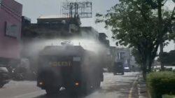 Palembang Zona Merah: Polda Sumsel Semprotkan Disinfektan