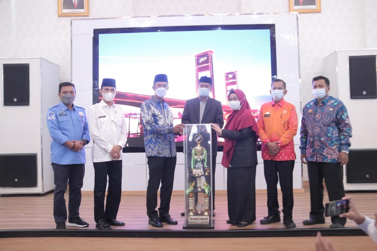 Wali Kota Palembang Harnojoyo menyambut kepulangan 20 kafilah yang berhasil menjadi juara umum pada Seleksi Tilawah Quran dan Hadist (STQH) ke 26 tingkat Provinsi Sumatera Selatan di Rumah Dinas Wali Kota, Kamis( 27/52021).