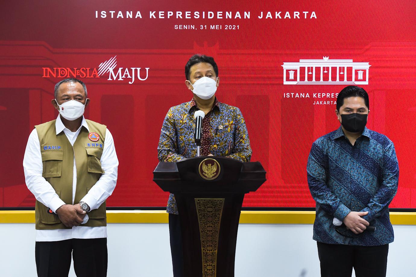 Menkes Budi G Sadikin didampingi Menteri BUMN Erick Thohir dan Kepala BNPB Ganip Warsito memberikan keterangan pers usai Rapat Terbatas, di Kantor Presiden, Jakarta, Senin (31/05)