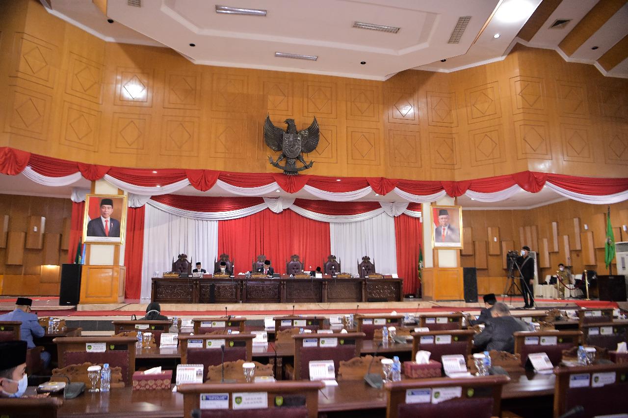 Sebanyak sembilan fraksi di DPRD Sumsel sampaikan pendapat akhir terhadap 9 Rancangan Peraturan Daerah (Raperda) provinsi Sumsel. Pendapat akhir tersebut disampaikan saat rapat paripurna XXX (30) DPRD Sumsel, Kamis (3/6/2021).