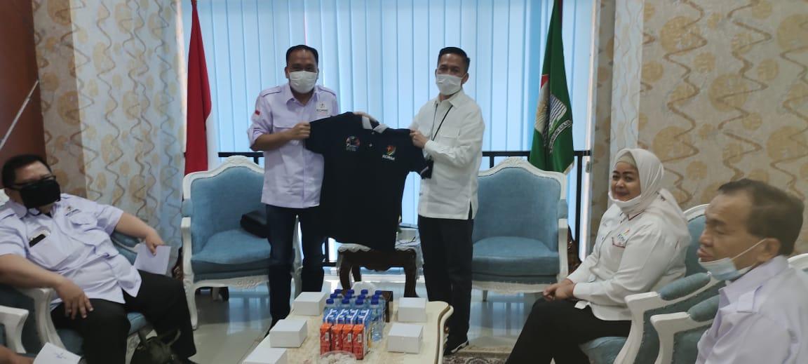 Ratu Dewa menerima kunjungan pengurus KORMI Palembang di ruang kerjanya Kamis,(10/6/2021).