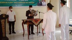 Hari ini serah terima jabatan (Sertijab) kepada PJ Kades dua desa tersebut dipimpin langsung oleh Camat Plakat Tinggi Yugo Falintino SSTP MSi, bertempat di Aula kecamatan, Kamis (17/6/2021).