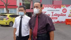 Rektor Unsri Palembang, Prof Dr Ir H Anis Saggaf MSCE usai wisuda 830 mahasiswa di gedung fakultas hukum, Selasa (15/6/2021).