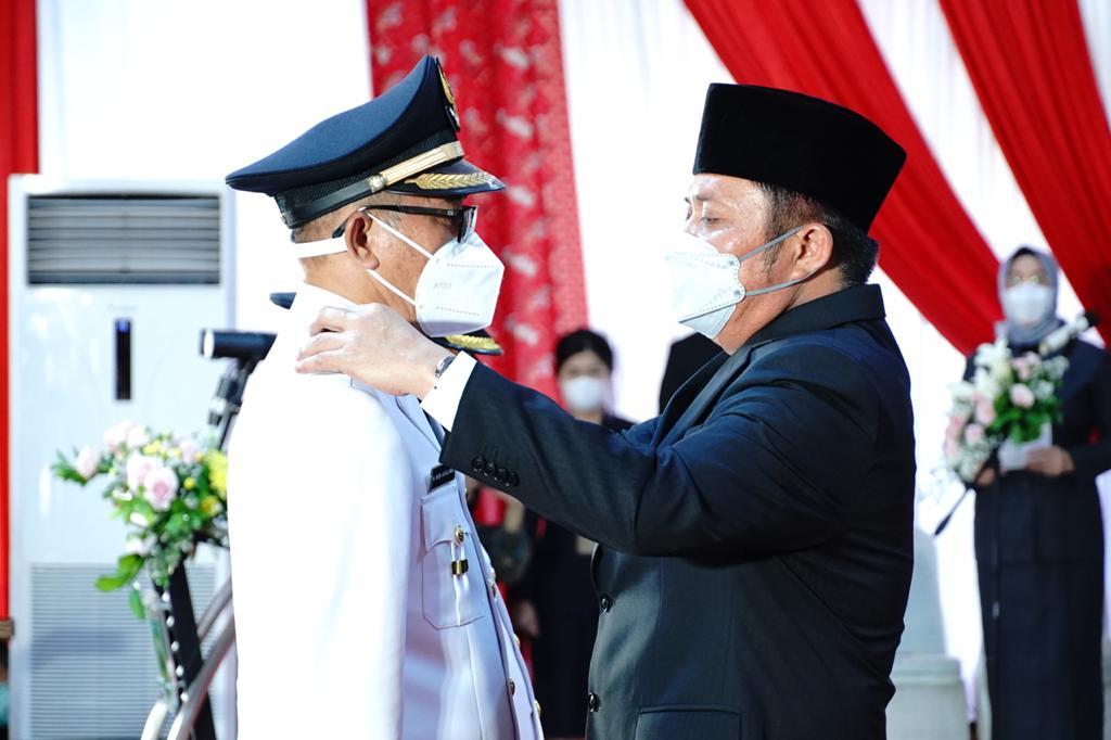 Gubernur Sumsel H. Herman Deru atas nama Presiden melantik pasangan Ir H Heri Amalindo MM sebagai Bupati dan Drs Soemarjono sebagai Wakil Bupati Penukal Abab Lematang Ilir (PALI) bertempat di Griya Agung Palembang, Jumat (18/6) petang.