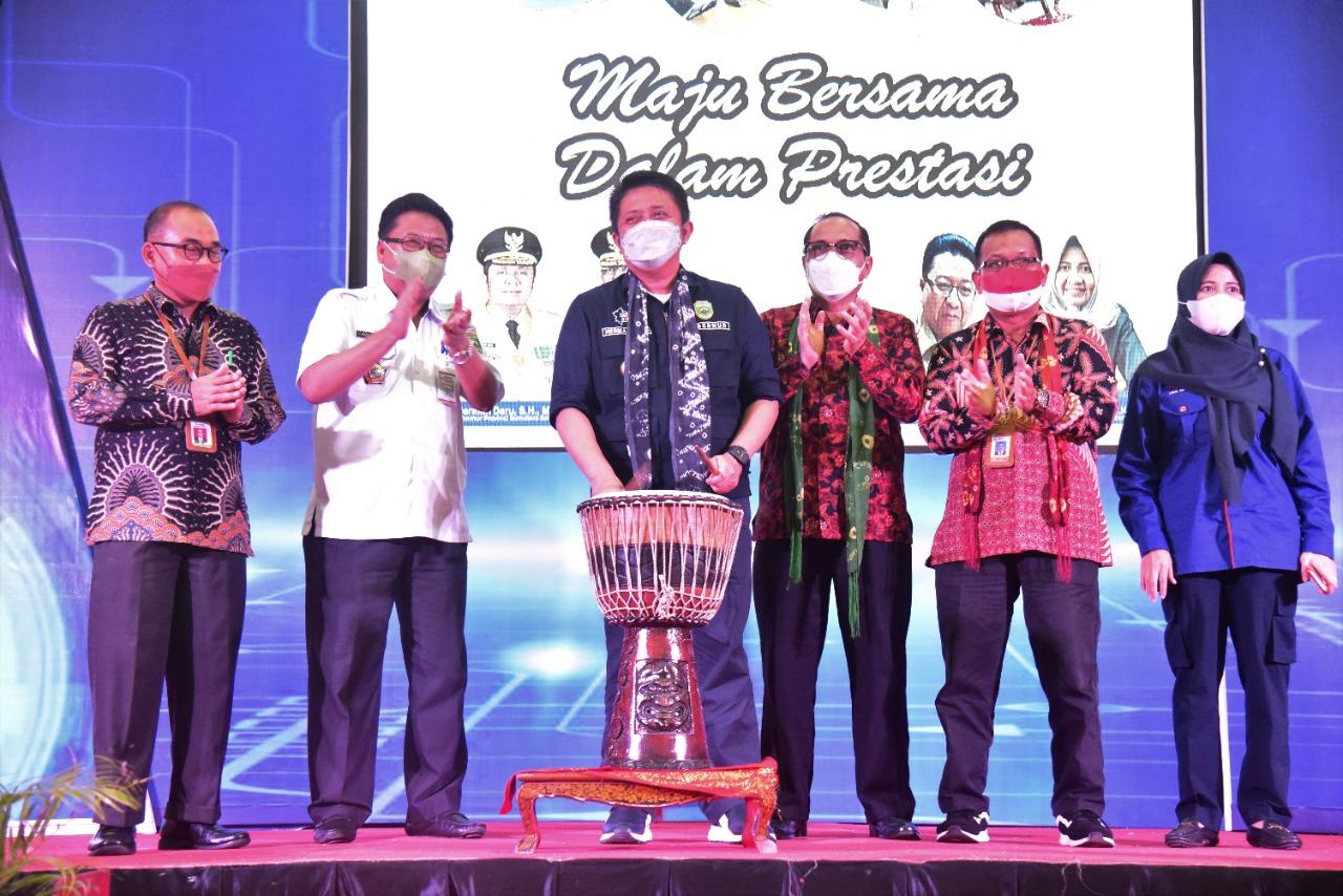 Gubernur Sumsel, Herman Deru saat membuka Lomba Keterampilan Siswa (LKS) SMK Tingkat Provinsi Sumsel, di Gedung Asrama Haji Palembang, Rabu (9/6)