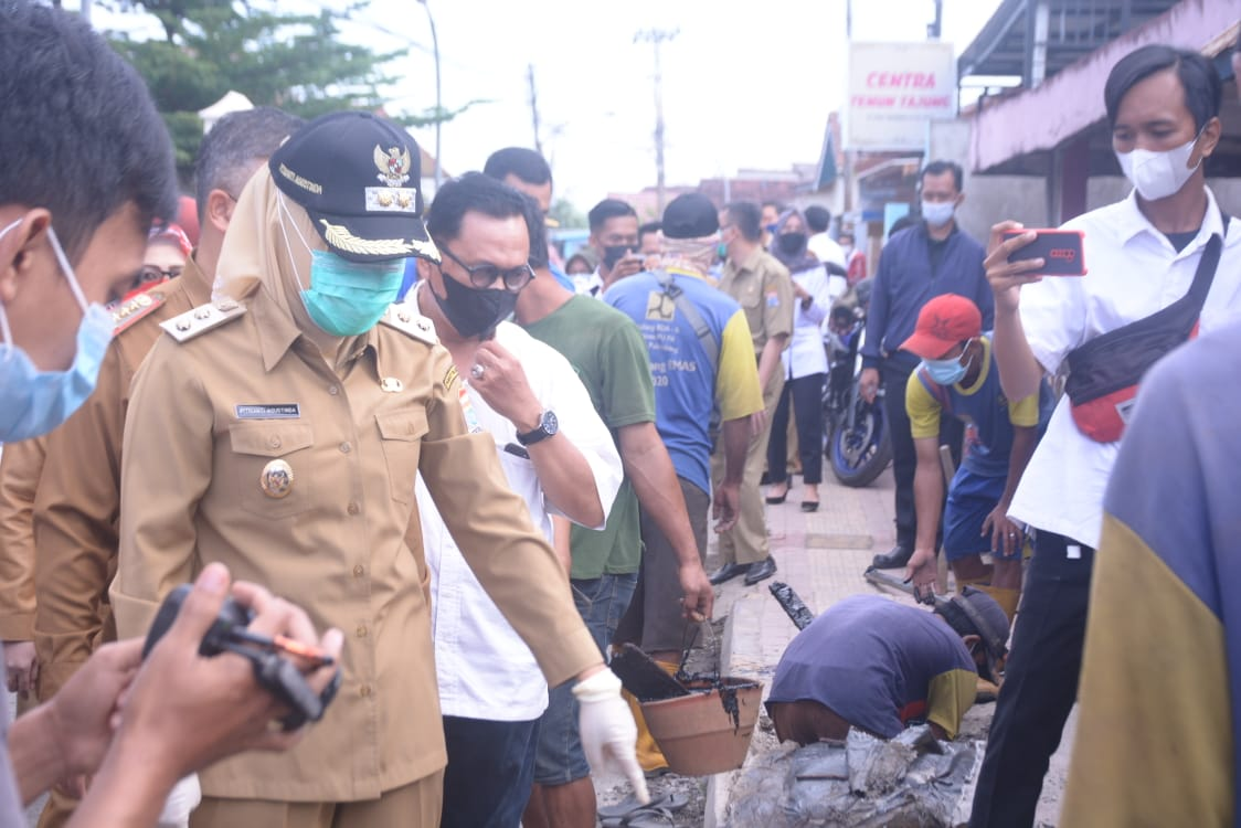 Wakil Wali Kota Palembang, Fitrianti Agustinda meninjau infrastuktur di kawasan Tuan Kentang