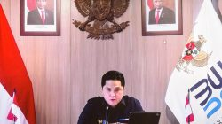 Menteri BUMN Erick Thohir memberikan keterangan pers usai mengikuti Rapat Terbatas mengenai Pinjaman KUR Pertanian melalui konferensi video, Senin (26/07)