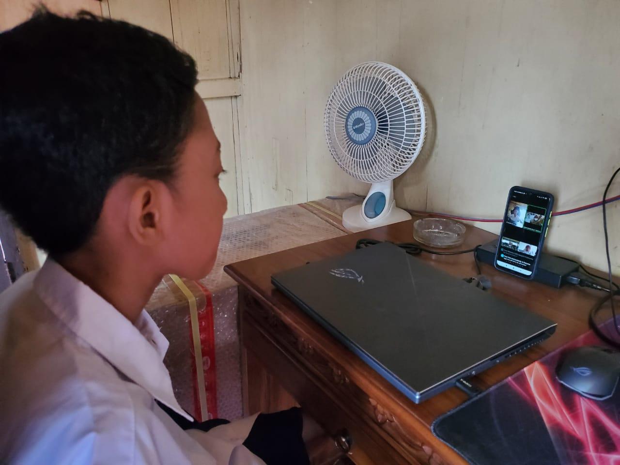 Salah satu siswa Muhammad Dafa Dwi Hasri, siswa kelas VII SMP Negeri 17 Palembang ini mengikuti MPLS di hari pertama masuk sekolah sebagai siswa baru.