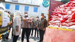 Bupati Dodi Reza Alex Noerdin Distribusikan Bantuan Beras PPKM untuk 25.552 KPM