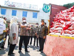 Bupati Dodi Distribusikan Bantuan Beras PPKM untuk 25.552 KPM