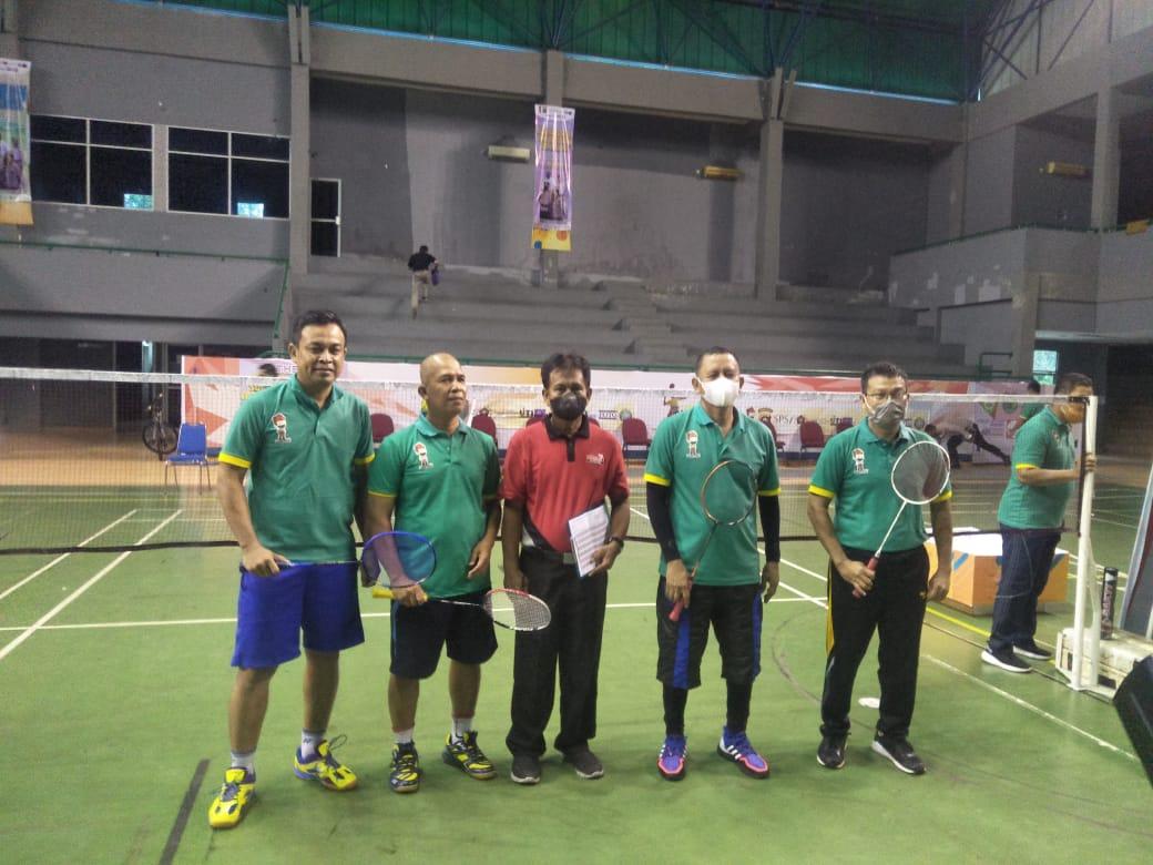 Pembukaan Gathering Bersama Media dilakukan Kapolda Sumsel Irjen Pol Prof Dr Eko Indra Heri S MM secara simbolis dengan Badminton