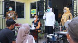 Wakil Walikota Palembang, Fitrianti Agustinda meninjau langsung Puskesmas Taman Bacaan di Kelurahan Tangga Takat, Kecamatan Seberang Ulu II, Kamis (22/7).