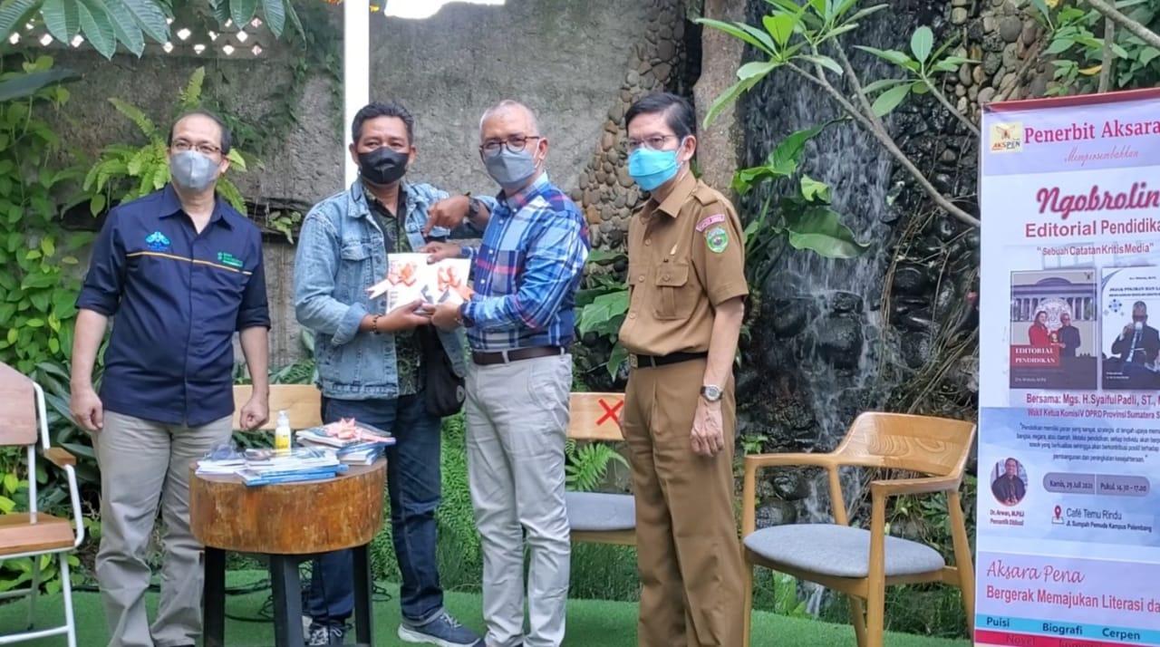 Widodo di sela Kegiatan Mantan Kadisdik Sumsel, Widodo saat acara Ngobrolin Editorial Pendidikan, Kamis (29/7) di Cafe Temu Rindu