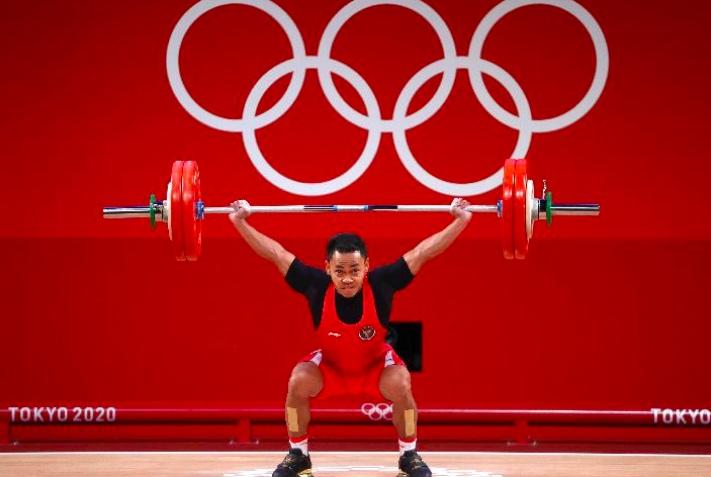 Eko Yuli Irawan saat berlaga di Olimpiade Tokyo, 25 Juli 2021. REUTERS/Edgard Garrido