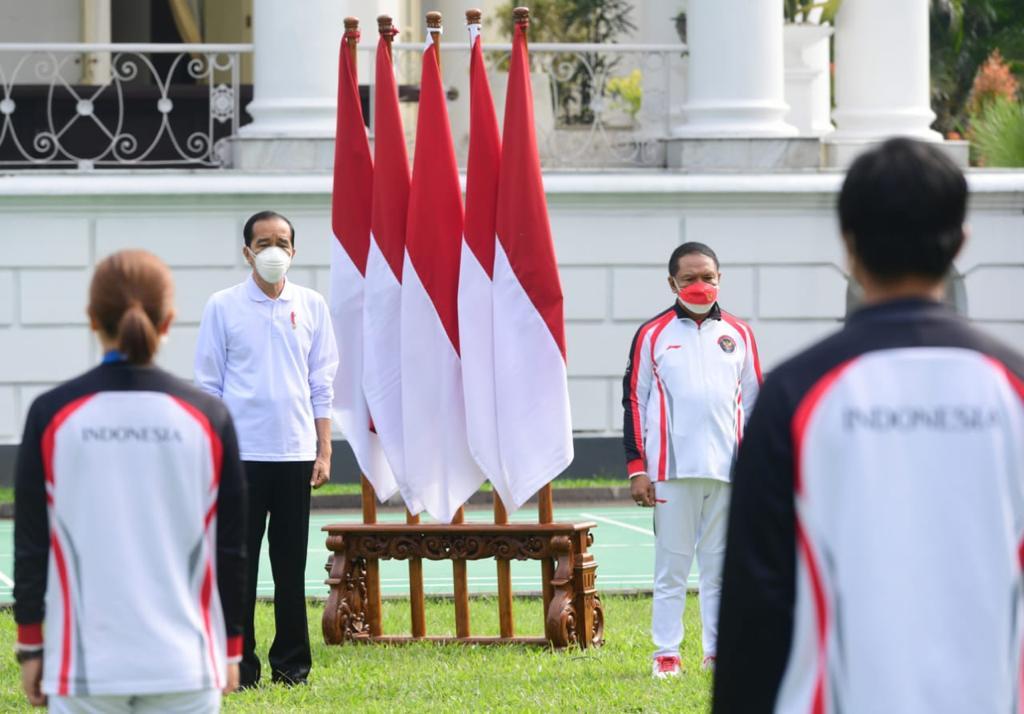 Menteri Pemuda dan Olahraga (Menpora ) Zainudin Amali mendampingi Presiden RI Joko Widodo memberikan bonus kepada para atlet yang telah berlaga di Olimpiade Tokyo 2020.