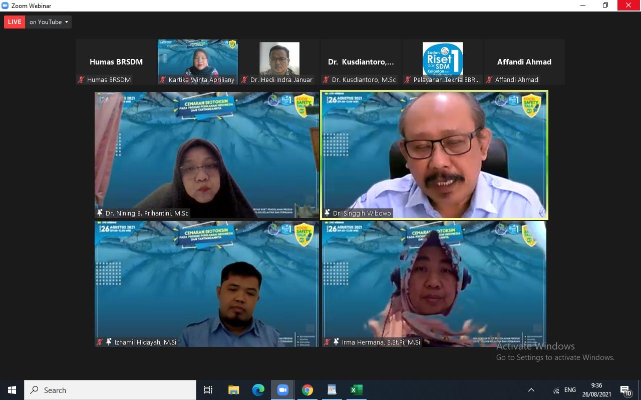 Webinar Food Safety Talk Series #2, dengan fokus pembahasan 'Cemaran Biotoksin pada Produk Perikanan Indonesia dan Tantangannya', yang diselenggarakan BRSDM melalui Balai Besar Riset Pengolahan Produk dan Bioteknologi Kelautan dan Perikanan (BBRP2BKP), Jumat (27/8). (sumber: Humas BRSDM)