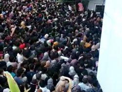 Vaksinasi COVID-19 di Sekolah Meistreyawira Timbulkan Kerumunan