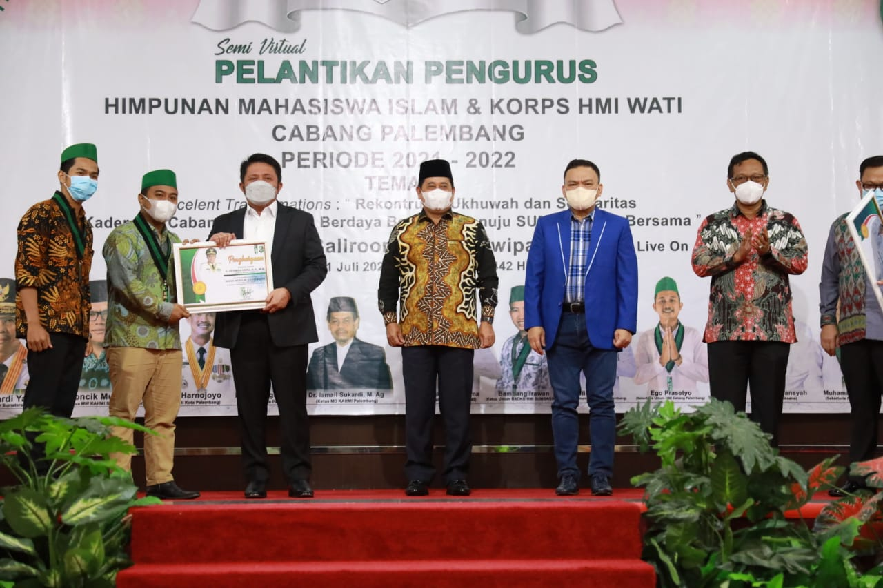 Gubernur Sumatera Selatan (Sumsel) H Herman Deru mengajak Pengurus Himpunan Mahasiswa Islam (HMI) Cabang Palembang ikut serta dalam penyaluran Bantuan Sosial (Bansos) yang diperuntukan bagi 1000 Kepala Keluarga (KK) yang terdampak pandemi COVID-19 di wilayah Sumsel.