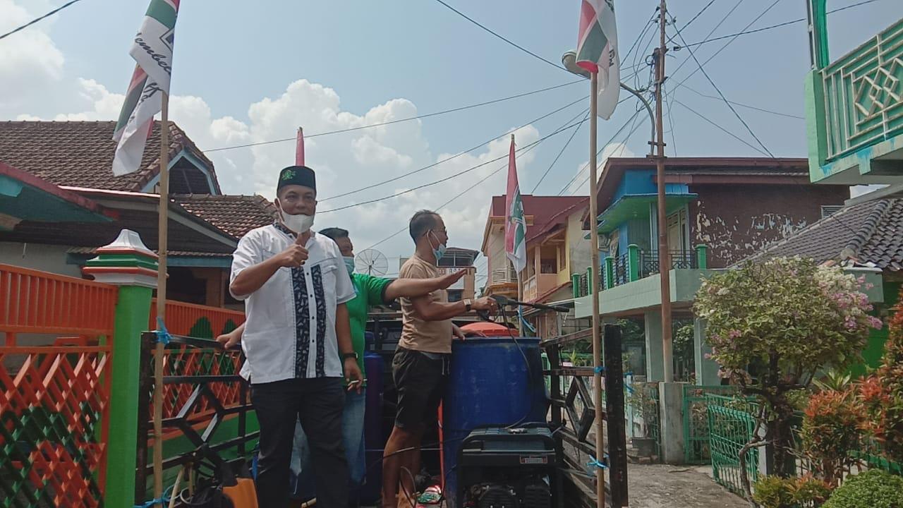 Laksanakan instruksi DPP, Satgas DPC PKB Kabupaten Muara Enim melakukan penyemprotan disinfektan kali kedua dan menyasar area Kelurahan Pasar Muaraenim.